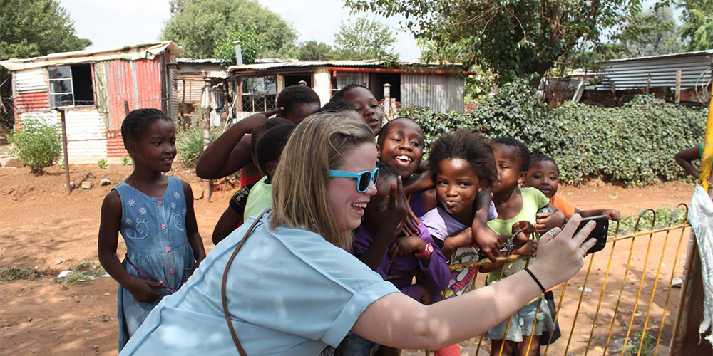 Beth Lawrence (MSJ15) with a group of children in the Township of Soweto in South Africa.